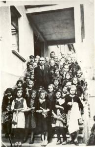 Илия Попсавов със своите ученици (1939-1940 г.)