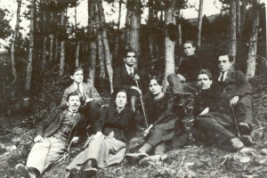 Учителският колектив през 1920-1921 г. На първия ред от ляво Георги Николов и Елена Стамова; първият в дясно е Янко Николов. На втория ред отляво е Костадин Шишманов, а първият отдясно е Тома Шишков