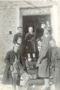 Учителският колектив 1931-1932 г. На първия ред (отляво надясно): Иван Попниколов, Сивко Кабасанов и Пенчо Рачев. На втория ред: Георги Николов (отдясно). На третия ред: Траян Златанов (в средата)