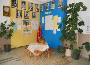 Пред учителската стая